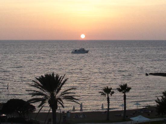 Pafos, Cypr: Sunset at Ledra Beach Hotel-Paphos