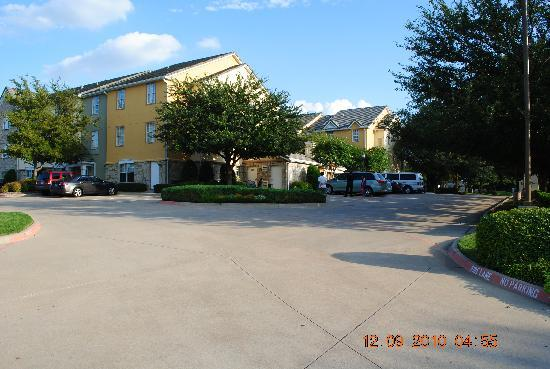 TownePlace Suites Dallas Plano: Front View 2