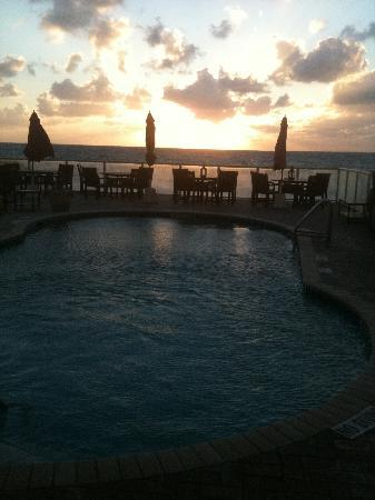 Palm Beach Oceanfront Inn: another view of the pool