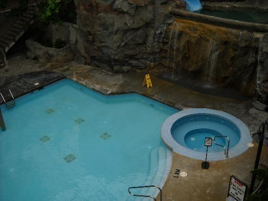 Best Western Plus Lamplighter Inn & Conference Centre : More pool area