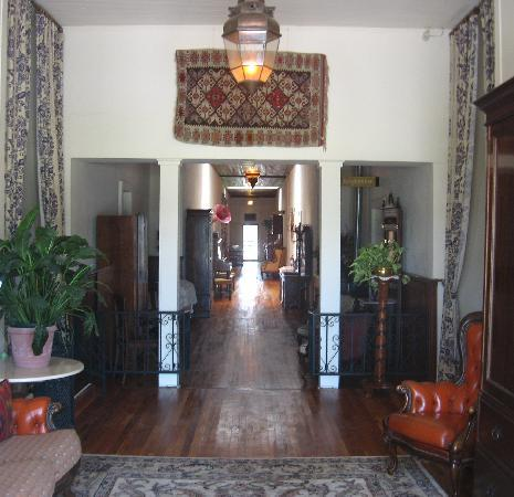 VERANDA HISTORIC INN: Central Hallway - 154'