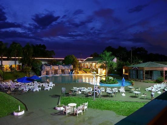 Exe Hotel Cataratas : swimming pool at night