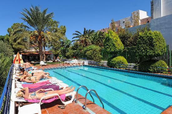Iris Beach Malia: pool