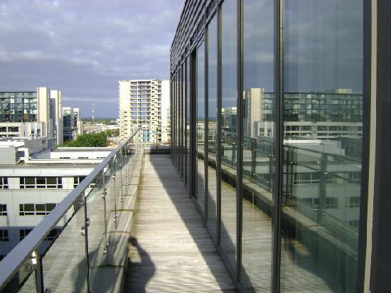 PREMIER SUITES Dublin Sandyford: Balcony