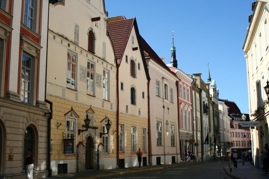 Tallinn, Estonie : Narrow street in Old Town