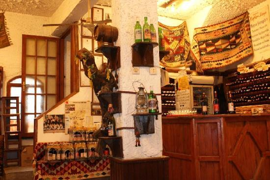 Sirince, ตุรกี: A wine shop in Şirince