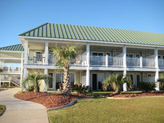 Islander Inn & Suites : beach facing side
