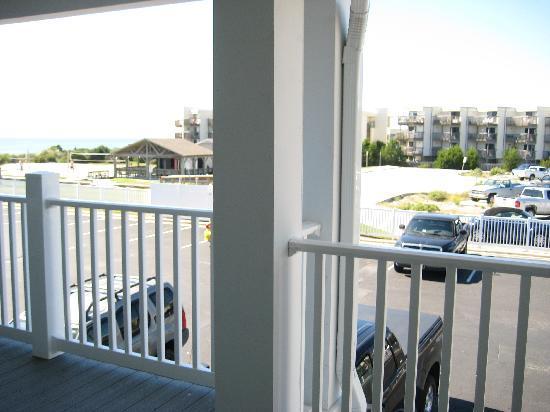 Islander Inn & Suites : view outside room