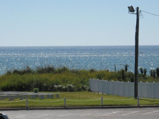 Islander Inn & Suites : ocean view from outside room