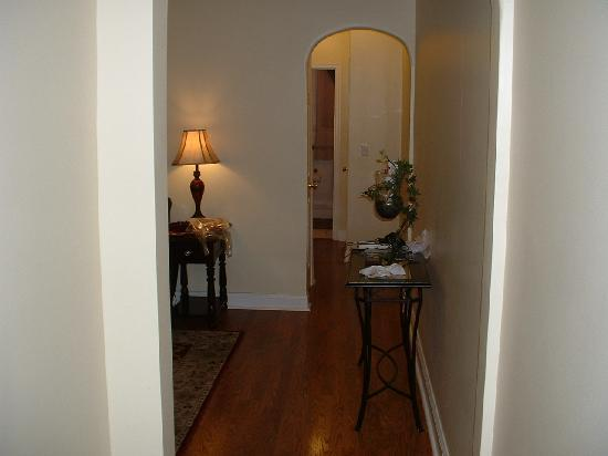 The Brookland Inn: Brookland Inn suite #1 hall