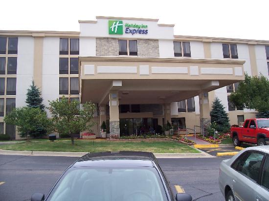 Holiday Inn Express Flint: Hotel Street Front