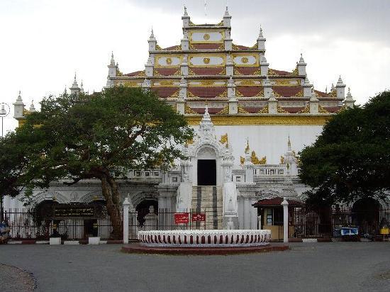 Mandalay, Birmania: シェナンドー僧院