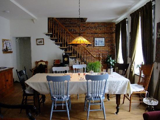 Asseline de Ronval : Dining room