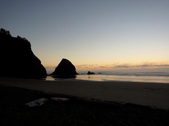 Ocean Point Inn & Spa: Beach at dush