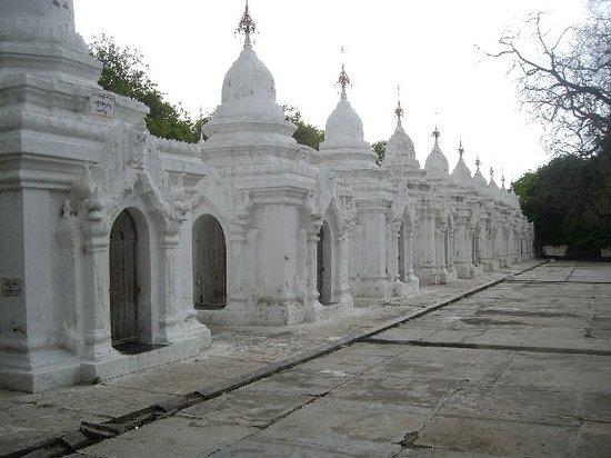 Мандалай, Мьянма: クドードォー・パヤー