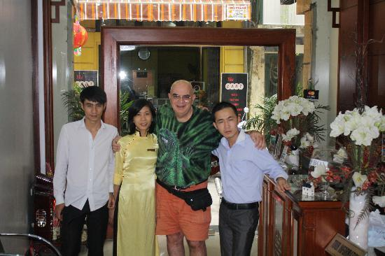 Hanoi Ciao Hotel: David owner on right