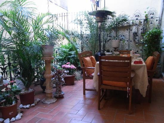 Hostal L' Antic Espai: Beautiful Breakfast Terrace