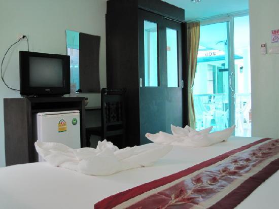 Fah Thai Villa: all rooms incl. AC, TV, DVD, hot shower