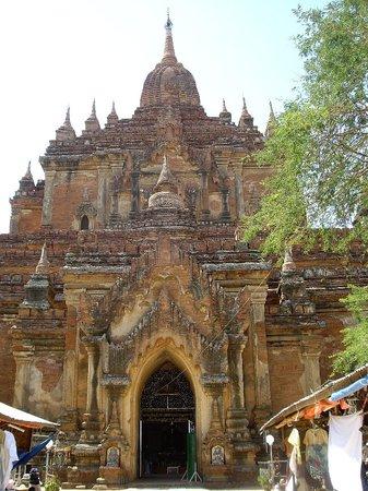 Thatbyinnyu Temple: タビィニュ寺院