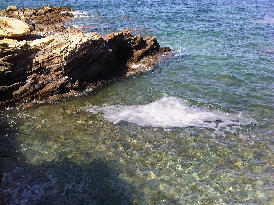 Club Marine Palace: Sea coast by hotel