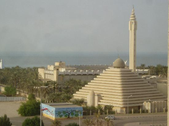 Holiday Inn Kuwait: View from my window of Salmiya mosque