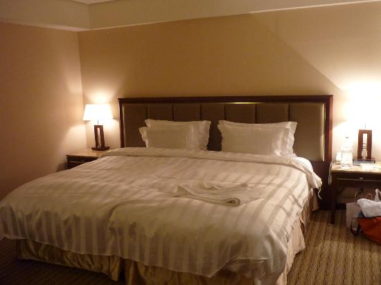 Royal Biz Taipei: King size bed