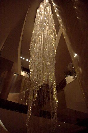 Shangri-La Hotel, Tokyo: One of the very pretty chandeliers.