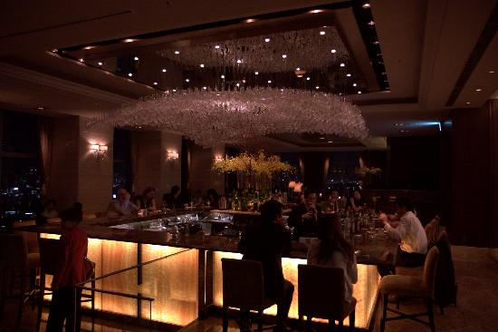 Shangri-La Hotel, Tokyo: Great views from the bar room!!