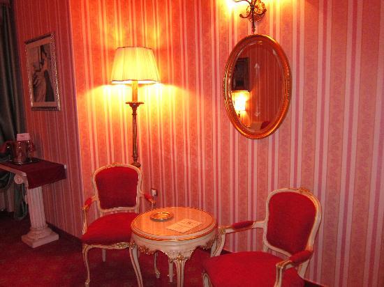 Borgo Pace, Italie : salottino della suite