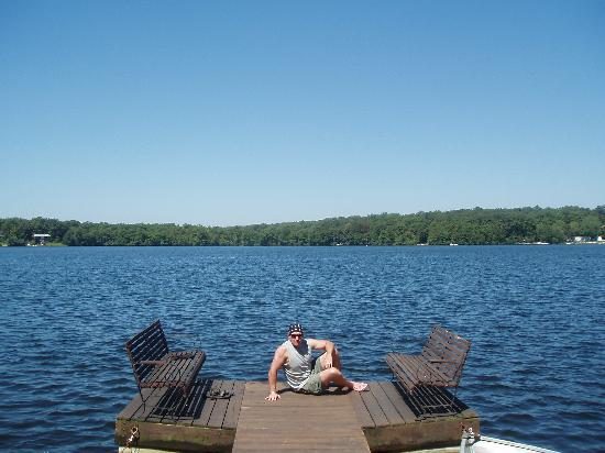 Helen Morrell Guest Cottages: T2E chillin on Lake Masten
