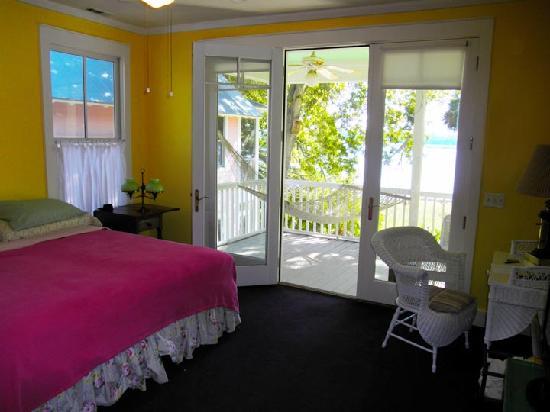 Beaulieu House at Cat Island: Room with veranda