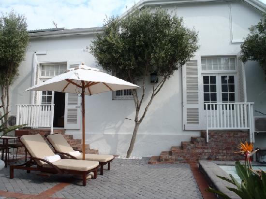 Cape Cadogan: pool/terrace area