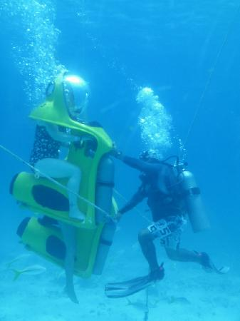 The Breathing Observation : Divers assisting one of the bubbles