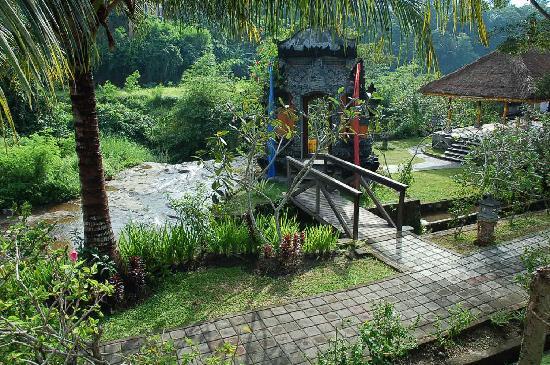 Santi Mandala : temple i the hotel
