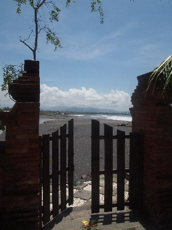 Villa Orange Bali: Gate to the beach
