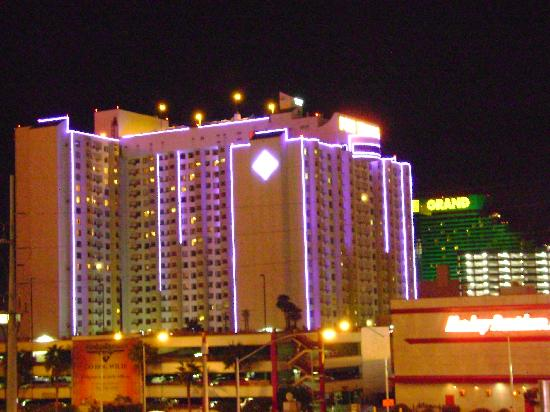 polo towers by night picture of polo towers suites las. Black Bedroom Furniture Sets. Home Design Ideas
