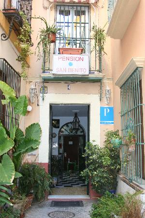 Pension San Benito Abad: Pension is on a tiny street