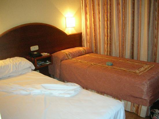 Hotel Metropolis : habitacion camas
