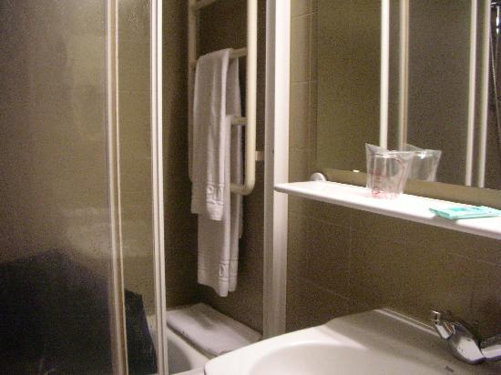 Hotel Metropolis : habitacion, lavabo