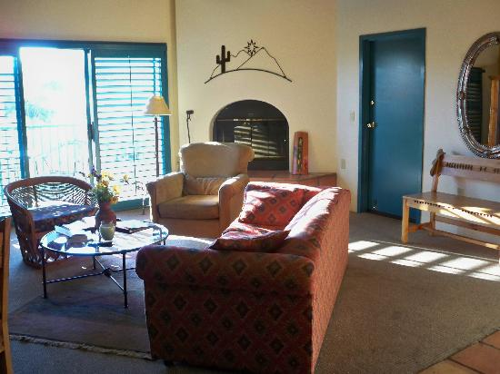 "Starr Pass Golf Suites: Bright, but stained & ""smelly"""