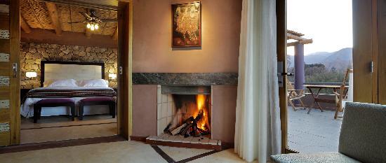 Las Marias Hotel Boutique : Suite Premium Planta Alta, Sala de Estar con Hogar a leña y Terraza Privada con vista panorámica