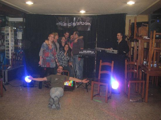 Hotel Canero: UNA DE LAS FIESTAS LOCAS DEL HOTEL