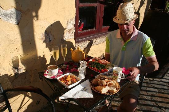 Tenerife Self Catering - La Bodega: breakfast at la bodega