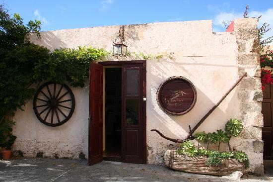 Tenerife Self Catering - La Bodega: la bodega welcoming and inviting