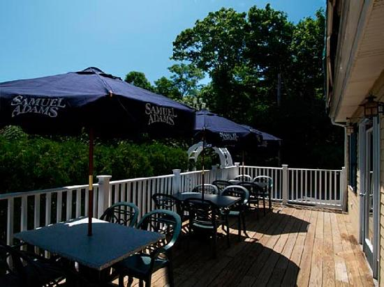 Bayview Inn & Restaurant: Outdoor dining