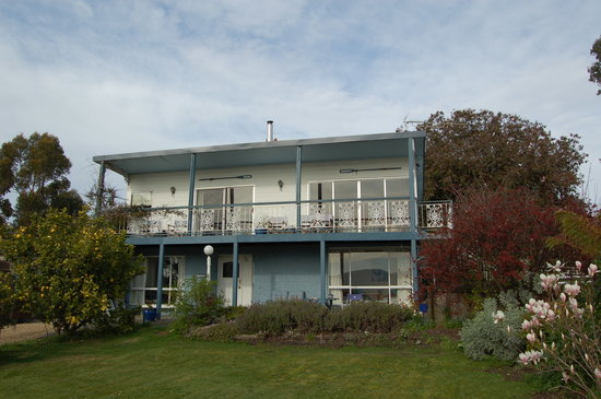 Rocking Horse Cottage & Apartments: view of guest house
