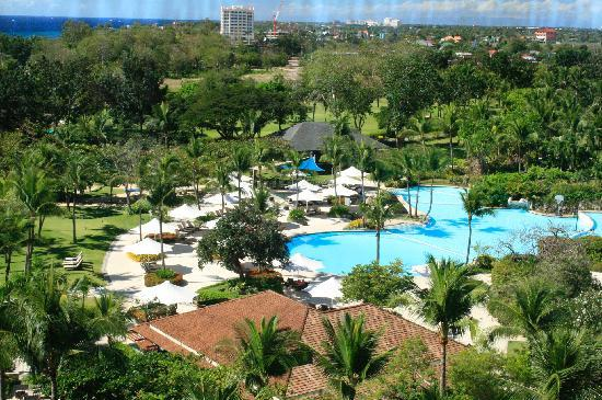 Shangri-La's Mactan Resort & Spa: I was able to capture the view from the top