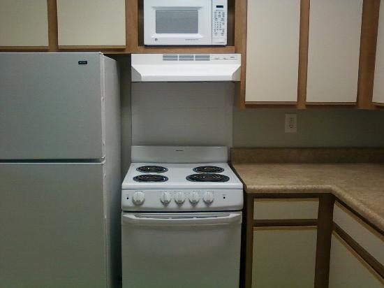 Affordable Suites of America, Greenville: kitchen
