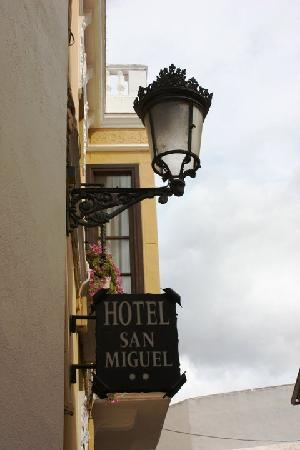 San Miguel : Outside Hotel