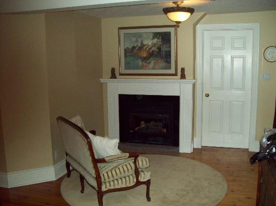 Everheart Country Manor: Riverview Suite